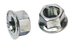 Matice zadní osy o 10 mm s přírubou M10 1ks stříbrná