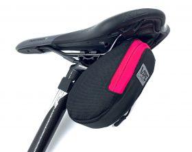 Brašna Vape M2 pod sedlo 17x8x7 cm reflex logo růžová